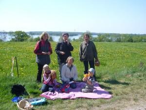 Abschlußfoto am Schweriner See. In der Mitte sitzend: Pilzberaterin Irena Dombrowa.