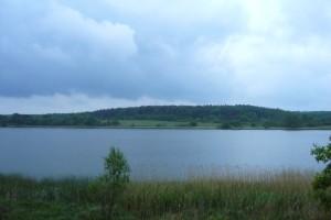 Dicke Wolken heute Mittag über dem Neuklostersee. Der Regen hat schon aufgehört.