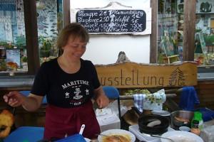 Pilzfreundin- und Kuchenbäckerin Irena in ihrem Element.