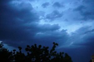Gewitterwolken verdunkelten gestern Abend frühzeitig den Himmel.