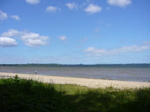 Blick auf die Wismarbucht. Im Hintergrund der berühmte Fliemser Baum, der als natürliches Seezeichen dient. 23. Mai 2009.