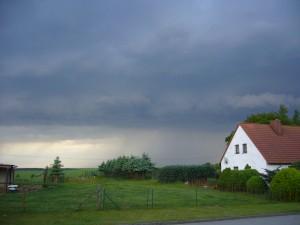 Gegen 19.00 Uhr zog eine Gewitterbö mit teils kräftigen Schauern auf.
