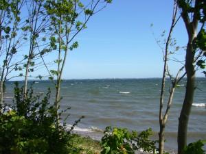 Seeblick in die Wismarbucht am 29. Mai 2009. Gegenüber das Ufer der Ostseeinsel Poel.