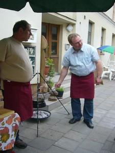 Die fleißigen Helfer aus der Gruppe der Pilzfreunde Peter Kofahl und Thomas Harm.