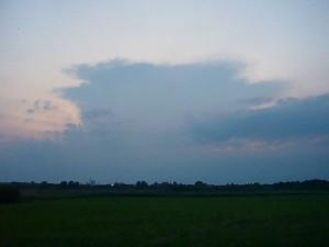 Gewitterzelle in westlicher Richtung. Über Schleswig - Holstein formierten sich am Abend und in der Nacht einige Gewitter, die ab Mitternacht am nordwestlichen Horizont eine mässig intensive Blitzshow lieferten. Foto kurz vor 22.00 Uhr von Wismar aus.