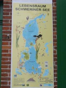 Info - Tafel zum Schweriner See am Eingang der Station.