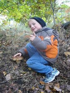 Das ist ein schöner Steinpilz, den bekommst du nicht für deine Ausstellung. Ich möchte ihn heute Abend essen, meint der kleine Jonas. Da muß Papa sich wohl einen anderen Suchen. 18.10.2009