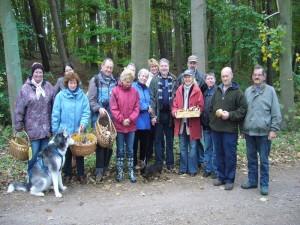 Zum Schluß waren alle zufrieden und eine schöne Pilzwanderung hat ihr Ende gefunden. 24.10.2009 in Teßmannsdorf.