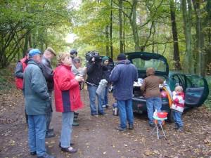 Zum Schluß der Hauptexkursion gab es für jeden noch eine Stärkung. Pilzfreundin Irena Dombrowa und der kleine Jonas bewirtete uns mit ihrer berühmten Waldpilzsuppe, Kohlsuppe, Kaffee und Tee. 25.10.2009.