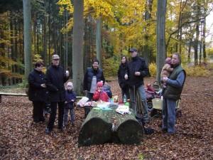 Warmer Kaffee oder Tee und ein stärkender Imbiss tat gut im spätherbstlich gefärbten Wald bei Blankenberg 31.10.2009.