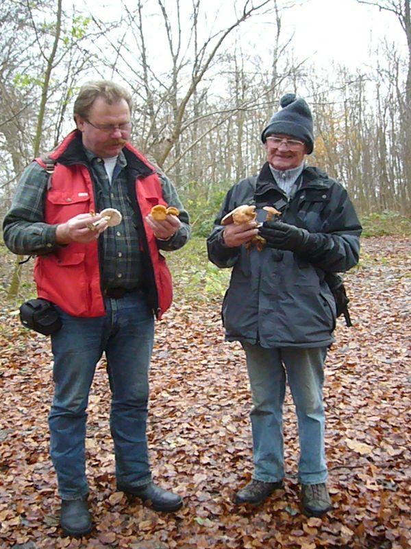 Thomas Harm und Ulrich Bardet auf der letzten Exkursion des Jahres 2009 durch den ehemals großherzoglichen Forst Moidentin am 22. November 2009.