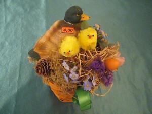 Osterkörbchen mit Ente und Küken für 4.00 €.