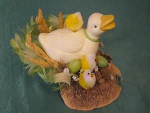 Ente und Küken auf Eichenwirrling für 5.00 €.