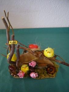 Ostergesteck mit Echten Zunderschwamm, Küken und Rosen für 8.00 €.