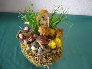 Pilzgesteck mit Schaf im Osterei zu 12.50 €.