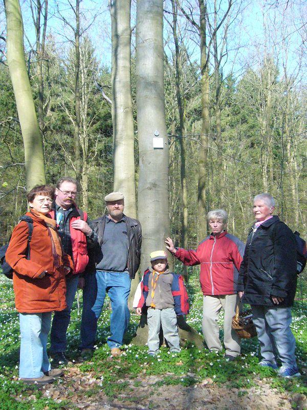 Am 30. März wurde unser langjähriges Mitglied der Pilzfreunde Wismar und Morchelliebhaber, Herr Josef Gast im Ruhewald bei Schloß Wiligrad beigesetzt. Seiner Gedenkend versammelten wir uns an seinem Baum im Wald bei Wiligrad. 25.04.2010.
