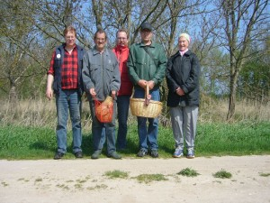 Abschlußfoto nahe Klütz am 01. Mai 2010. Von links: Reinhold Krakow, Hans Jürgen Wilsch, Thomas Harm, Peter Kofahl und Helga Köster.