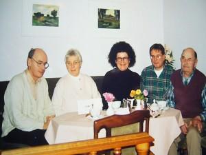 """In der wismarer Fischgasttätte """"Seehase"""", die es heute leider nicht mehr gibt. Von links: Herman Wundrak, Siglinde Wundrak, Frau Karsten - Stenius (aus der Verwandtschaft des berühnten Mykologen Karsten), Reinhold Krakow und Josef Gast ebenfalls im Jahre 2001."""