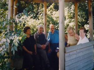 Pause an einem warmen Sommertag während einer Pilzwanderung von Warin nach Blankenberg. 31. Juli 1999.