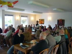 Ria Bütow aus Rostock brachte uns während eines tollen Vortages den Pilz des Jahres 2010, Die Schleiereule (Cortinarius praestans) etwas näher. Die Art ist in Mecklenburg leider nicht zu finden. 08. Mai 2010.
