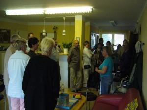Dannach führte uns Ireane durch den Stadtteiltreff Krebsförden, der gleichzeitig ihr Arbeitsplatz ist. Er wird als Freizeittreff für Jung und Alt von der Caritas Schwerin betreut.