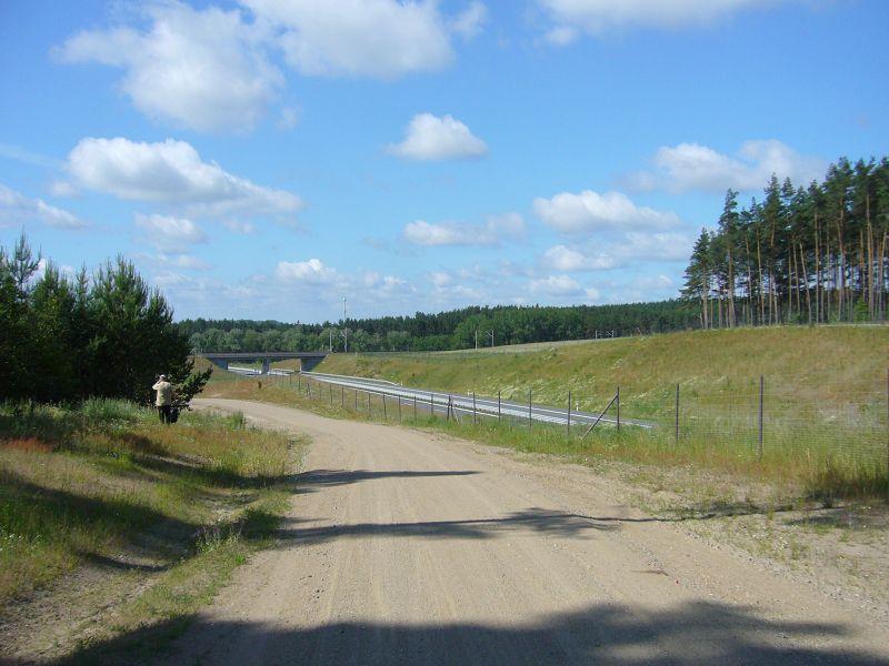 Leider wird diese tolle Landschaft durch die neu erbaute Autobahn, von Wismar nach Schwerin, zerschnitten. 26. Juni 2010.