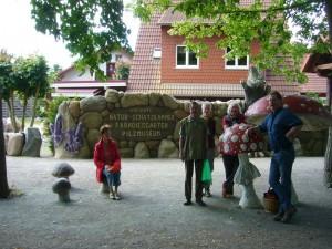 Noch einmal kurz verschnaufen und dann hinein in die Natur - Schatzkammer in Neuheide. 27. Juni 2010.