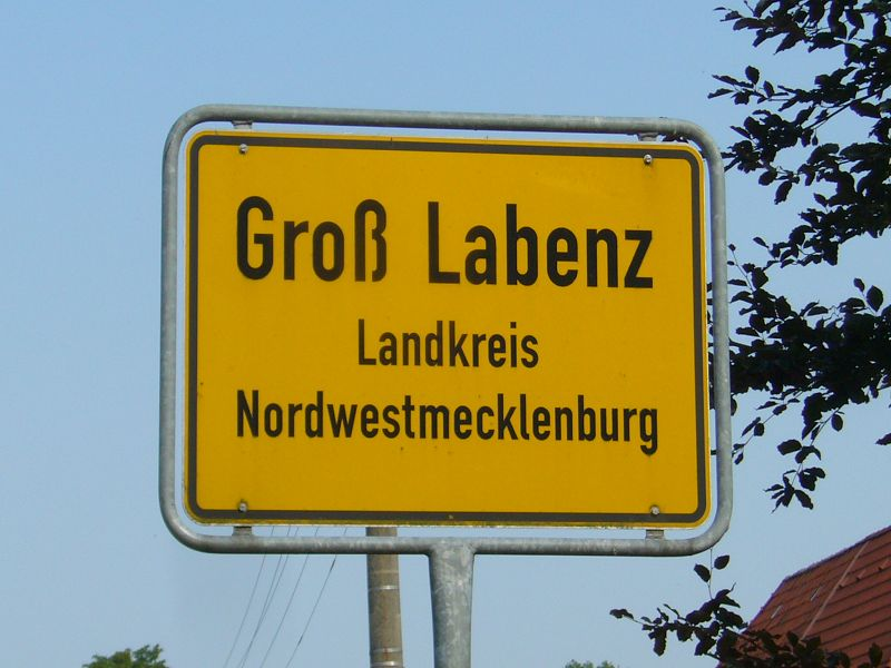 Groß Labenz liegt unweit der mecklenburgischen Kleinstadt Warin am gleichnamigen Labenzer See in einer wunderschönen, waldreichen Landschaft.