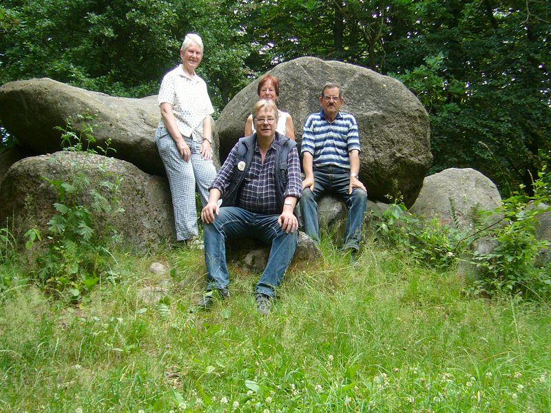 """Und zum Schluß wie immer ein gemeinsammes Erinnerungdfoto. Hier sind zu sehen: Helga Köster, Reinhold Krakow, Erika Wittenhagen und Hans - Jürgen Wilsch vom """"harten Kern"""" der wismarer Pilzfreunde. 10. Juli 2010."""