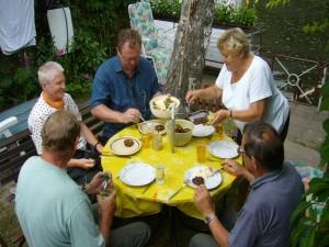 So dann ging es zu Tisch und wir ließen es uns schmecken. Herzlichen Dank für das vorzügliche Gericht an Frau Warning und besten Dank an Klaus, für den gelungenen Ausflug in die Region Bützow.