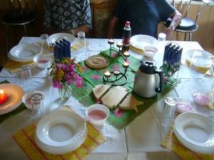 Hier erwartete uns schon ein liebevoll eingdeckter Tisch.