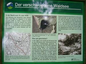 In der Nacht zum 15. Juni 1978 kam es in diesem Wald zu einem spektakulären Ereignis. Am Schwarzen See kam es zu einem Erdrutsch wobei auch ein Teil eines Waldweges und ein Bagger im See versank.