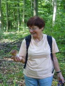 Wenige Meter weiter dan ein Freudenschrei, so ein toller Steinpilz! Liebe Erika, ich hoffe er sah auch von innen so gut aus! 21. August 2010.