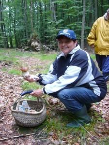 Kaum im Wald, war die Freunde groß über den ersten Steinpilz. Es sollten im verlauf noch einige mehr werden. 29. August 2010.