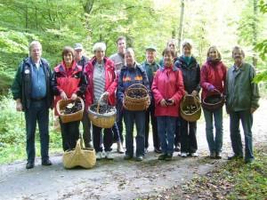 Zum Schluß wie immer das obligatorische Gruppenfoto, auf dem aber längst nicht alle Teilnehmer der heutigen Wanderung zu sehen sind. 02.10.2010 im Staatsforst Rehna.