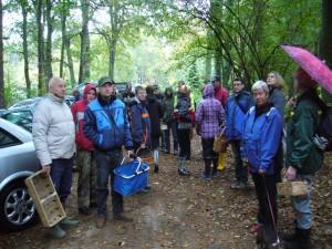 Viele haben sich an diesem feuchten und kühlen Oktobertag zu einer Pilzwanderung durch den Forst Gädebehn eingefunden. Viele sind das erste mal dabei.16.10.2010.