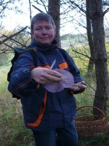 Diese junge Dame hat die erste Stelle mit Violetten Rötel - Ritterlingen entdeckt. 30.10.2010.