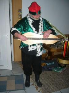 Pilz-und Kräuterfreund Helmut Meier sorgte für eine zwanglos, musikalische Umrahmung. 11.12.2010.