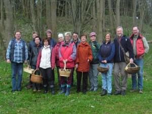 Da von den insgesamt 13 Pilzfreunden, einige etwas früher nach hause wollten, gab es dieses mal gleich am Anfang unser obligatorisches Gruppenfoto.