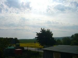 Chaotischer Gewitterhimmel auch heute Vormittag, kurz vor dem eintreffen der nächtlichen Schauerreste in Keez bei Brüel. 11.05.2011.