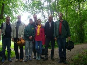 Sieben Pilzfreunde der Gemeinnützigen Gesellschaft Wismar e.V. sowie Klaus Warning aus Bützow waren heute im Beketal unterwegs. Leider ist das Foto heute nicht besonders geworden, aber es soll als Erinnerung trotzdem.