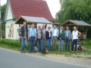 Abschlußfoto vor dem Wiechmannsdorfer Backhaus. 11. Juni 2011.