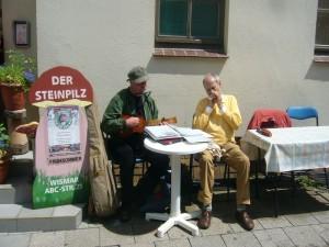 Auch Pilzfreund und Tischlermeister sowie wismarer Altrocker Helmut Meier und Co. trugen zum Gelingen des Straßenfestes mit musikalischer Untermahlung bei.