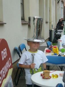 Auch Jonas stand der riesige Silberzylinder recht gut!