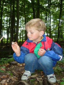 Kaum im Wald angekommen, machte unser jüngster Teilnehmen Jonas gleich den Top - Fund des Tages, den ich zunächst gar nicht richtig einordnen konnte.