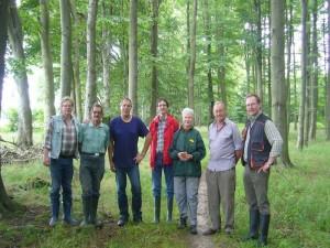 Sechs Pilzfreunde und ein Gast aus dem Schleswig Holsteinischen Ahrensburg waren heute bei leicht durchwachsenem Wetter im Hütter Wohld unterwegs