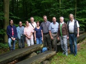 Mit 8 Pilzfreunden und einer ebenfalls begeisterten Reporterin vom NDR waren wir heute eine recht überschaubare Truppe und ich hoffe, es hat jedem wieder Spaß gemacht und wir haben wohl alle wieder etwas dazu gelernt. 06.08.2011 im Qualitzer Forst.