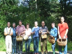 Bei strahendem Sonnenschein versammelten sich zum Schluß noch einmal alle acht Pilkz- und Kakteenfreunde zum abschließenden Erinnerungsfoto. Sültener Forst am 11. September 2011.