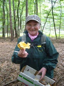 Den größten Pfifferling fand heute Pilzfreundin Helga Köster. Da kommt natürlich Freunde auf!