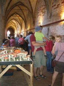 Im Kreuzgang des ehemaligen Klosters herrschte zeitweise dichtes Gedränge und es gab über 300 Großpilzarten der Region zu bewundern.